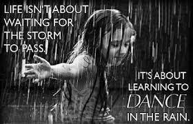 Nu aștepta să treacă furtuna – învață a dansa în ploaie